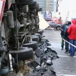 В Воронеже на стройке упал автокран